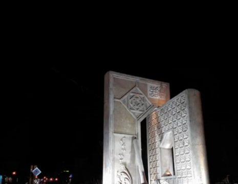 المان اَحسنُ الحَدیث در میدان اصلی شهر نمین در حال بهره برداری است و همزمان با شروع ایام ...